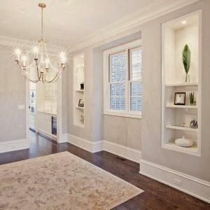 Białe Listwy przypodłogowe w salonie